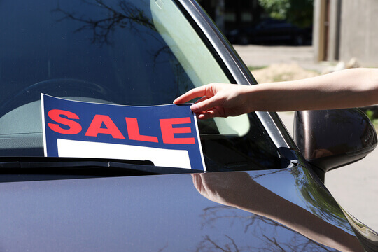 Taking a for sale sign off a car